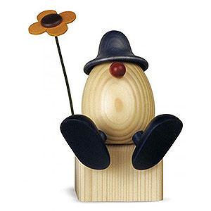 Kleine Figuren & Miniaturen Björn Köhler Eierköpfe groß Eierkopf Vater Anton mit Blume auf Kante sitzend, blau - 15 cm
