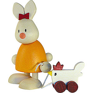 Kleine Figuren & Miniaturen Max & Emma (Hobler) Kaninchen Emma mit Huhn - 9 cm